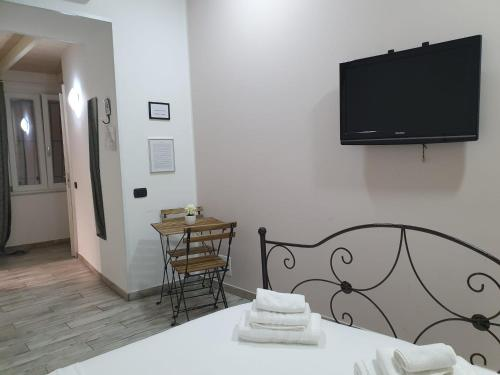 A television and/or entertainment centre at Welcome to SaleRooms