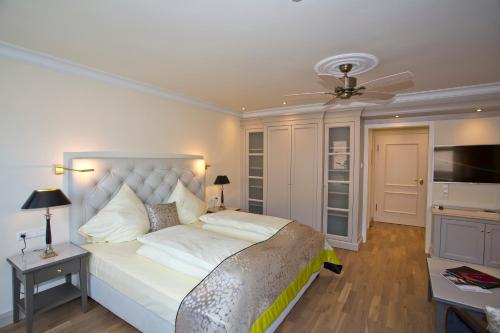 A bed or beds in a room at Mokni's Palais Hotel & SPA