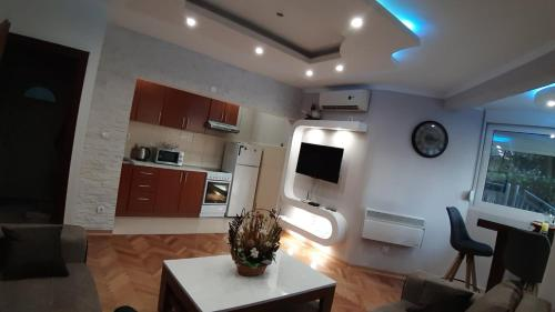 A kitchen or kitchenette at Apartment Dar & Mar