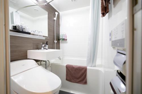 A bathroom at Kawasaki Daiichi Hotel Mizonokuchi