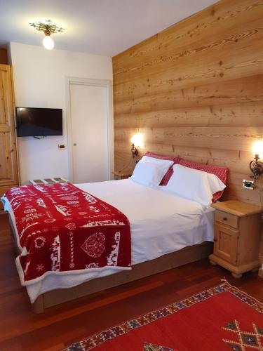 A bed or beds in a room at B&B Cristallo