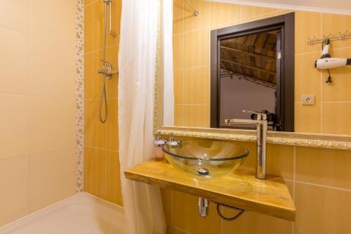 Ванная комната в Hotel Wood Street (Hotel On 5 Floor)