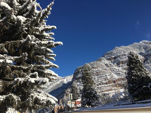 The Ouray Main Street Inn during the winter