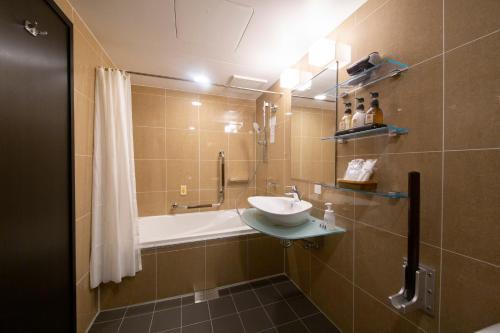 A bathroom at HOTEL TRAD Replay