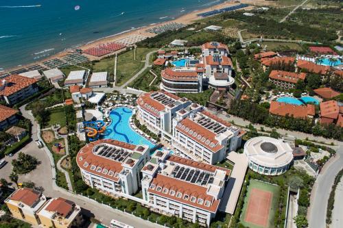 Een luchtfoto van Alba Queen Hotel