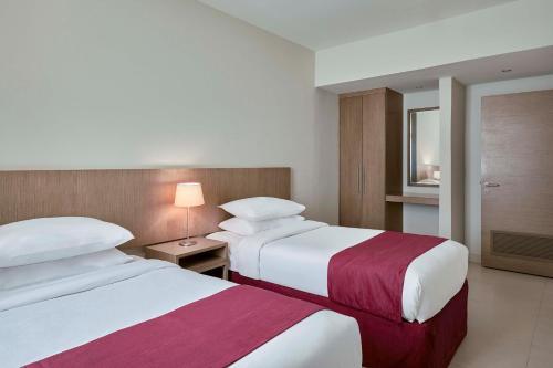 Cama ou camas em um quarto em Makarem Annakheel Hotel & Resort