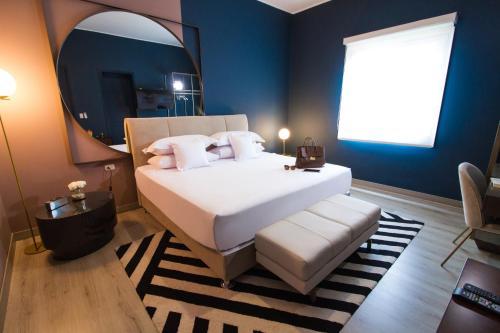 Un ou plusieurs lits dans un hébergement de l'établissement Neo Hotel Boutique