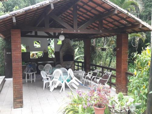A restaurant or other place to eat at Rancho Manacá