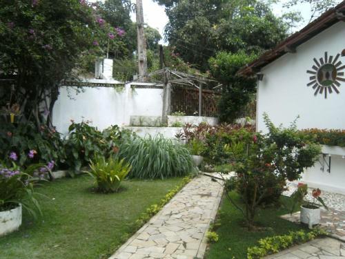A garden outside Rancho Manacá