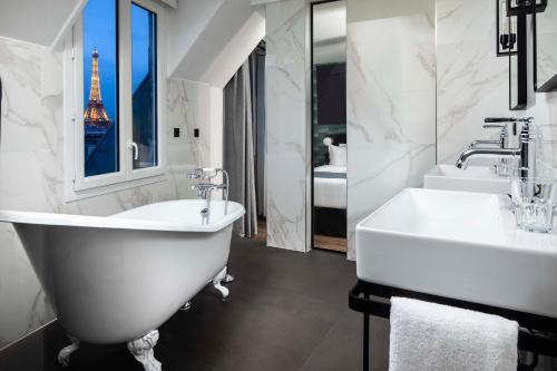 Un baño de Best Western Plus Maison 46