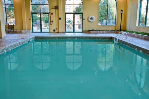 The swimming pool at or close to Embassy Suites Montgomery - Hotel & Conference Center