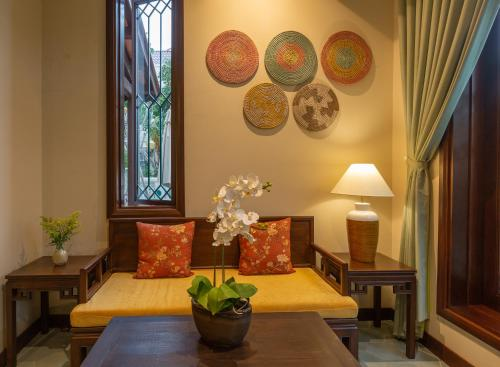 Ein Sitzbereich in der Unterkunft Cozy Savvy Boutique Hotel Hoi An