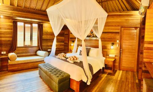 A bed or beds in a room at The Akah Cottage