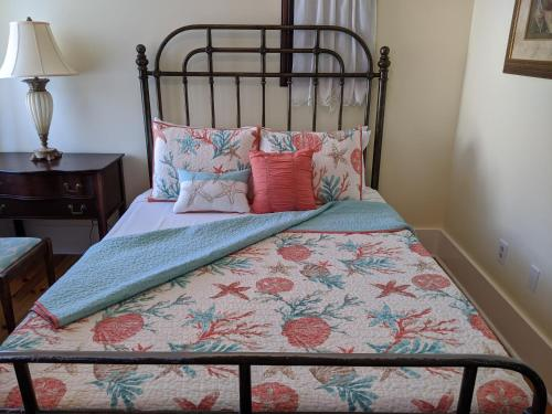 A bed or beds in a room at Surf Song Bed & Breakfast