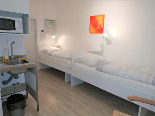 A bed or beds in a room at Aparthotel B & L
