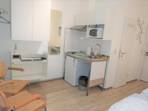 A kitchen or kitchenette at Aparthotel B & L