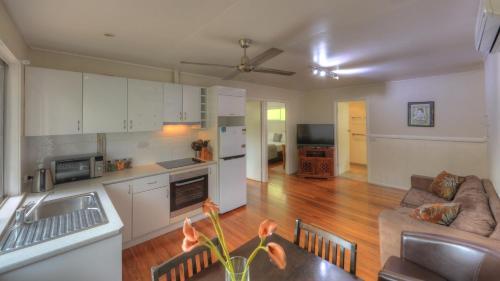 A kitchen or kitchenette at Atherton Hinterland Motel