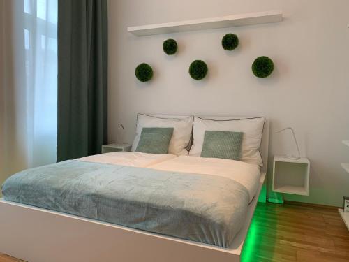 Un ou plusieurs lits dans un hébergement de l'établissement roomys Budget Apartments Stadthalle Vienna