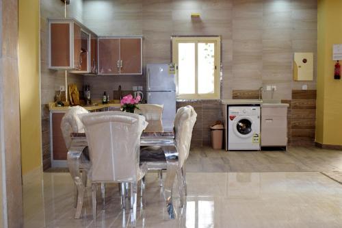 A cozinha ou cozinha compacta de Alfalah Chalets