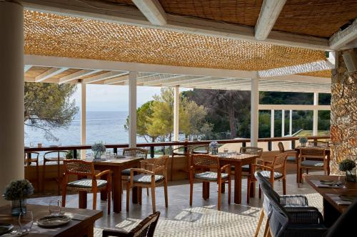 A restaurant or other place to eat at ELIVI Skiathos