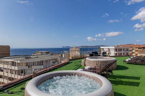 Piscina di Hotel Villa Piras o nelle vicinanze