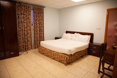 Cama ou camas em um quarto em Seven Garden Alhada Suites