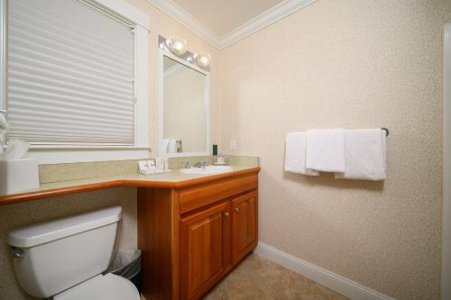 A bathroom at Stoweflake Mountain Resort & Spa