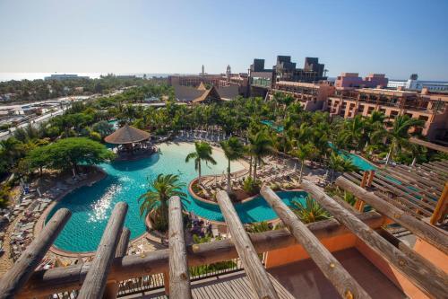 Uitzicht op het zwembad bij Lopesan Baobab Resort of in de buurt
