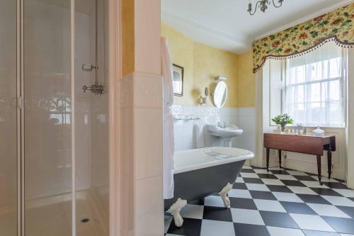 A bathroom at Glenapp Castle