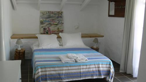 A bed or beds in a room at Finca Llimpet