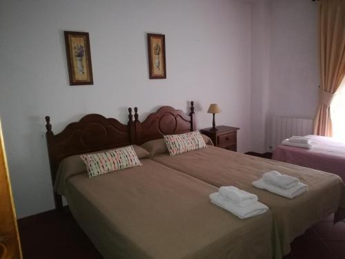 A bed or beds in a room at Hospederia y Aptos Casa de las Piedras
