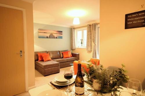 A seating area at SOUTHAMPTON Central Apartments