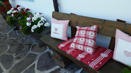 A bed or beds in a room at B&B Ciasa Weber