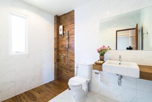 A bathroom at Phangan Akuna