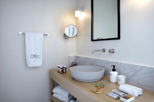 Kylpyhuone majoituspaikassa Honeymoon Petra Villas