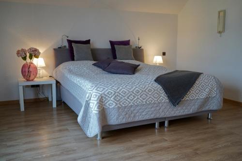 A bed or beds in a room at Ferienwohnung Salz und mehr....