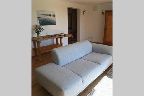 Ein Sitzbereich in der Unterkunft Apartment - SÜDWÄRTS - im Blauen Land