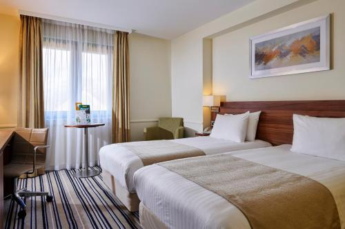 A bed or beds in a room at Holiday Inn Taunton M5, Jct25, an IHG Hotel