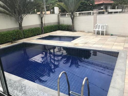 The swimming pool at or close to APARTAMENTO COMPLETO JARDIM PRIMAVERA - REDUC 1