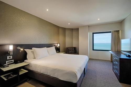 A bed or beds in a room at Hilton Darwin