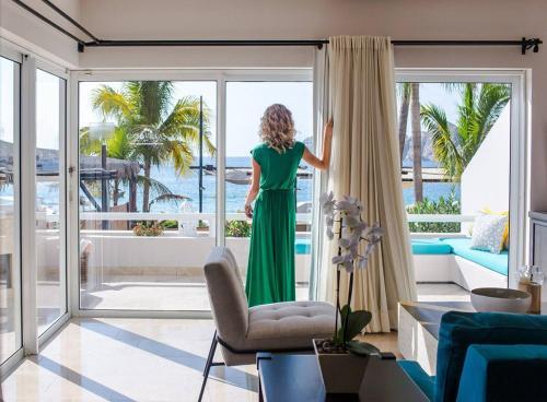 Gimnasio o instalaciones de fitness de One Bedroom Ocean View Suite In Medano Beach