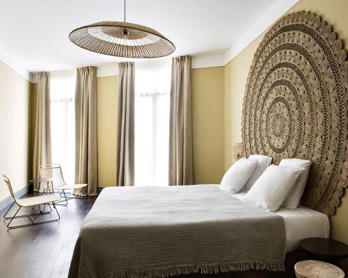 A bed or beds in a room at New Hotel Le Quai - Vieux Port