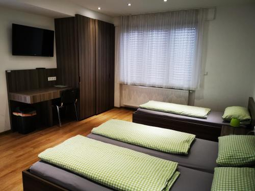 A bed or beds in a room at Eazy Hostel Heidelberg