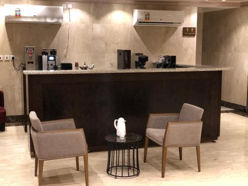 O saguão ou recepção de Dar Al Maamon Furnished Apartment