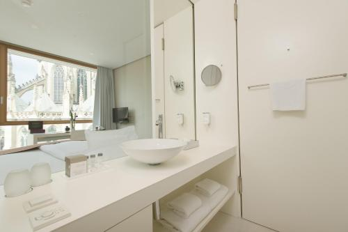 A bathroom at Hotel Am Domplatz - Adult Only