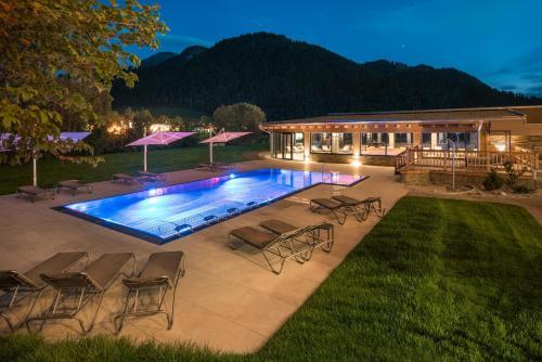 The swimming pool at or near Ferienhotel Tyrol Söll am Wilden Kaiser