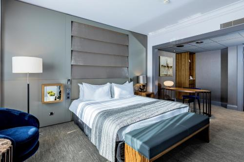 A bed or beds in a room at Hotel Okura Amsterdam – The Leading Hotels of the World