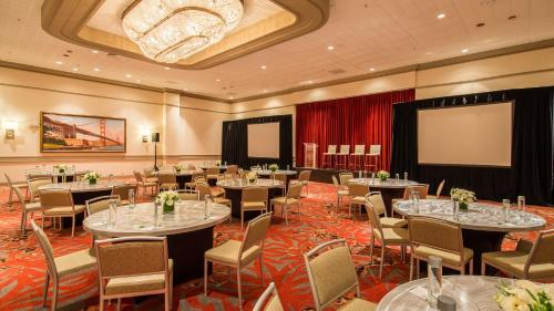 A restaurant or other place to eat at Holiday Inn San Francisco - Golden Gateway, an IHG Hotel