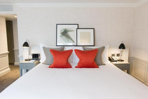 A bed or beds in a room at The Ampersand Hotel