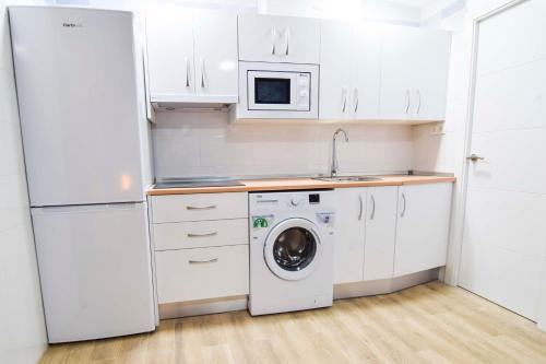 A kitchen or kitchenette at Letmalaga Cremades Seaside